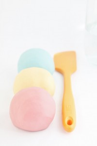 DIY-Play-Dough-www.bellalimento.com-005-683x1024